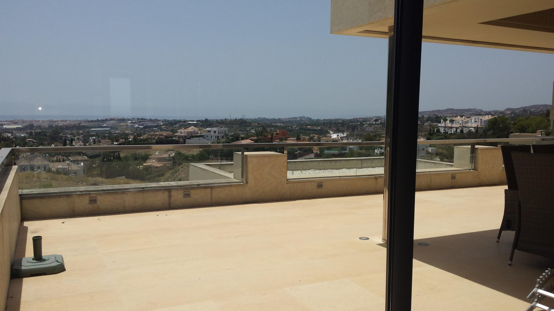 Apartamento de lujo de 2 dormitorios con vistas panorámicas al mar