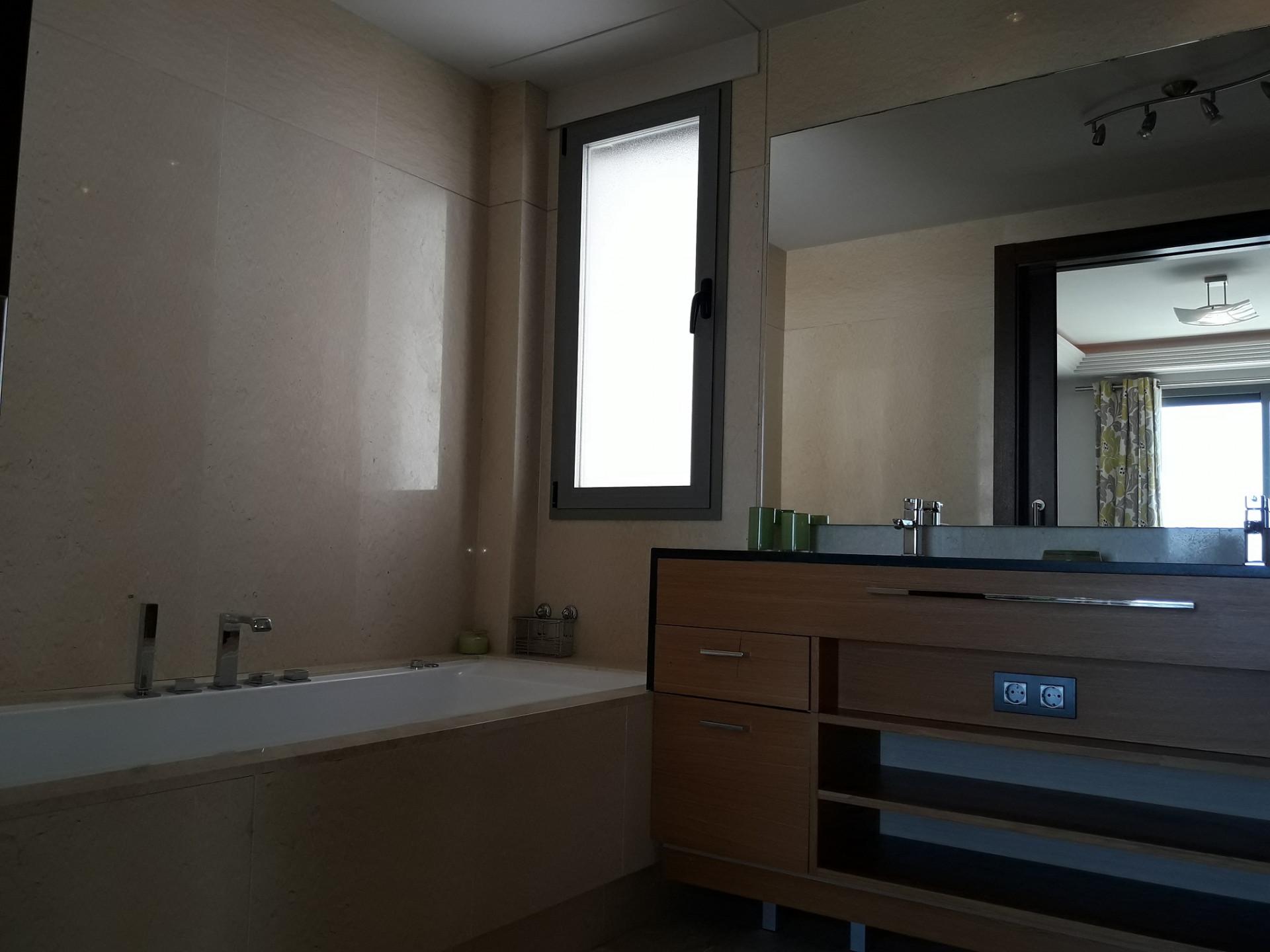 Apartamento de 3 dormitorios con fantásticas vistas al mar