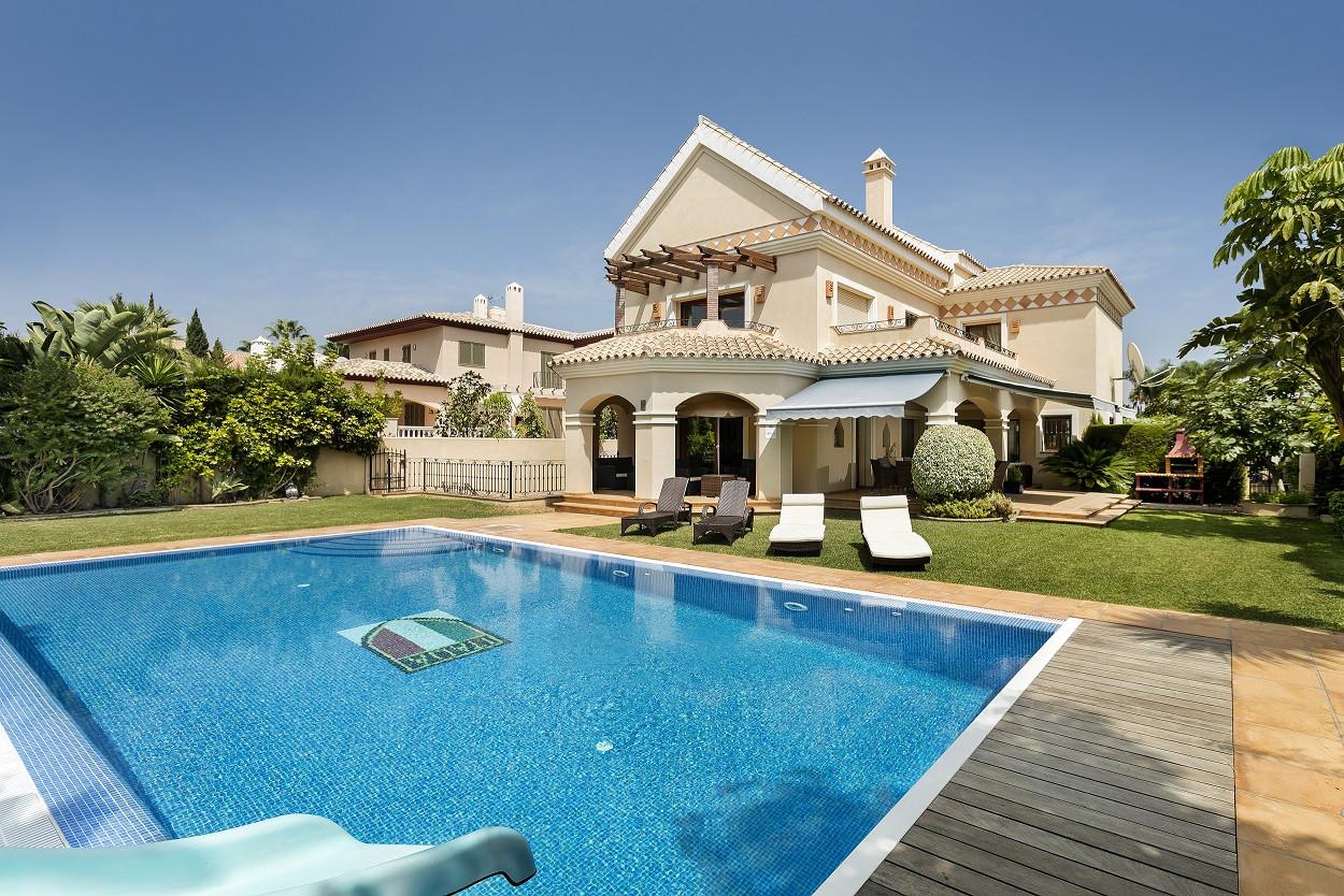 Magnificent luxurious beachside villa in Cortijo Blanco, Marbella