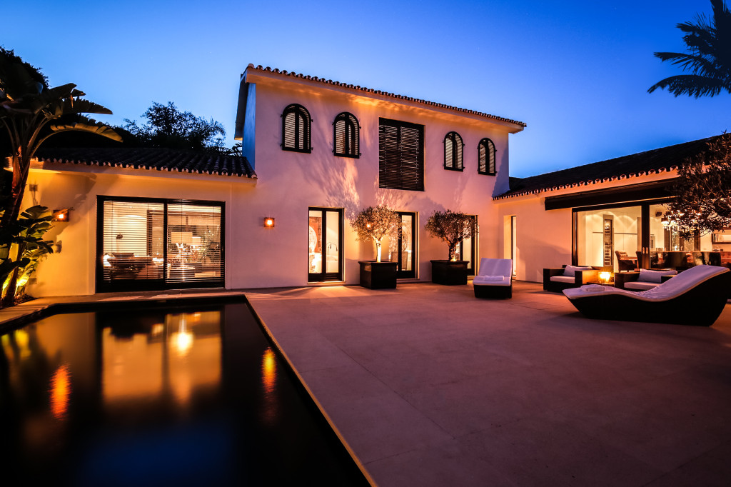 Contemporary villa in Los Monteros, near Marbella