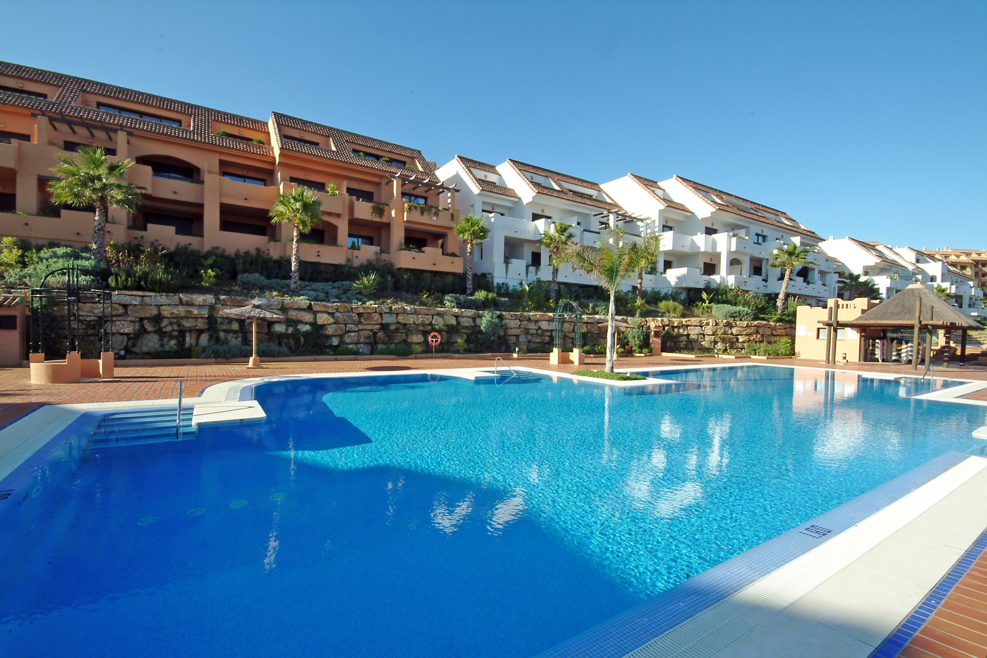 Bargain apartments for sale in Duquesa - 5 available fully furnished and ready to rent
