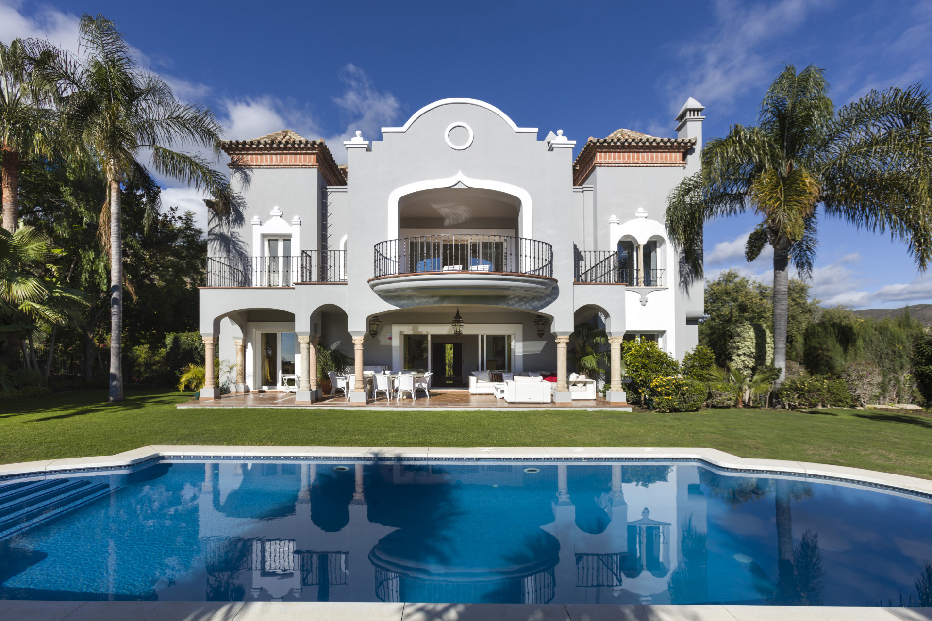 Stunning 5 bedroom villa with sea views in La Quinta, Benahavis