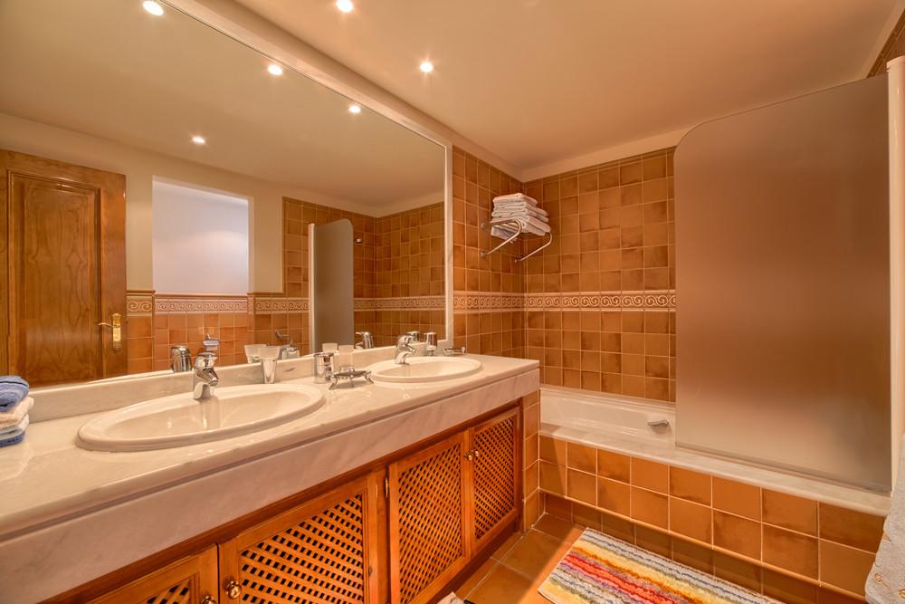 Ground Floor Apartment for sale in Lomas de La Quinta, Benahavis