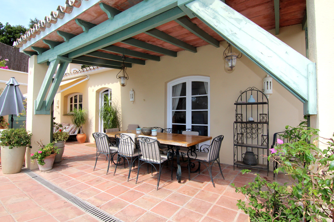 Villa for sale in El Madroñal, Benahavis