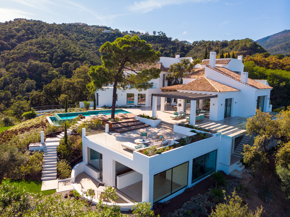 Villa for sale in El Madroñal, Benahavis