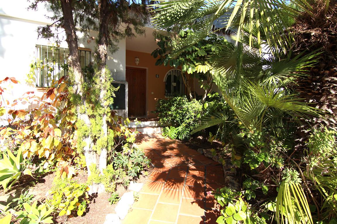 Semi Detached House for sale in Las Encinas, Benahavis