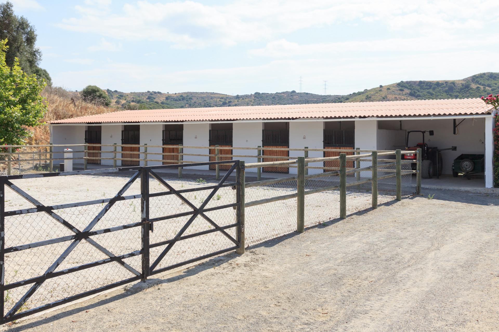 Finca for sale in Jimena de La Frontera