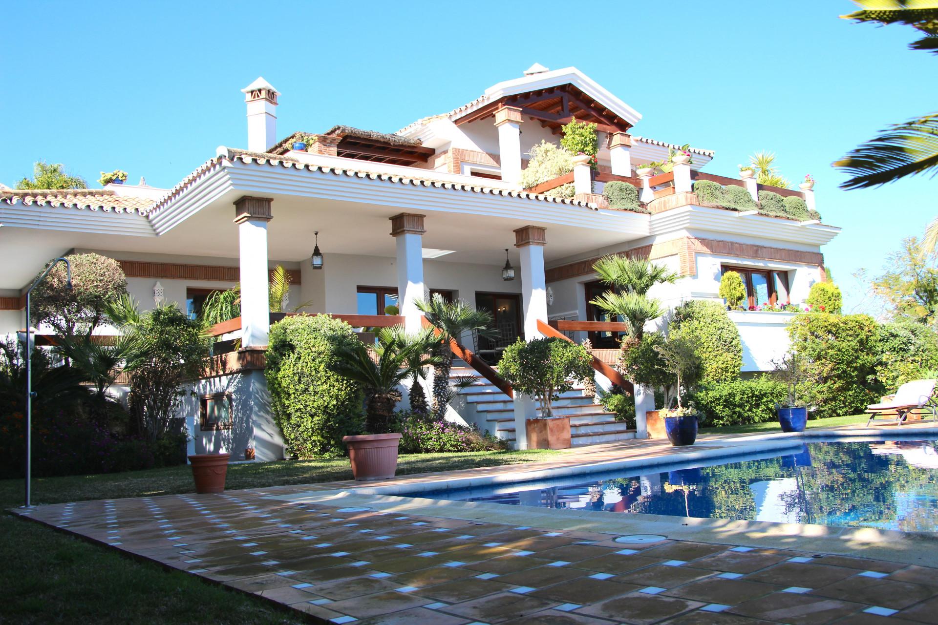 Luxury villa for sale in Los Flamingos, Estepona