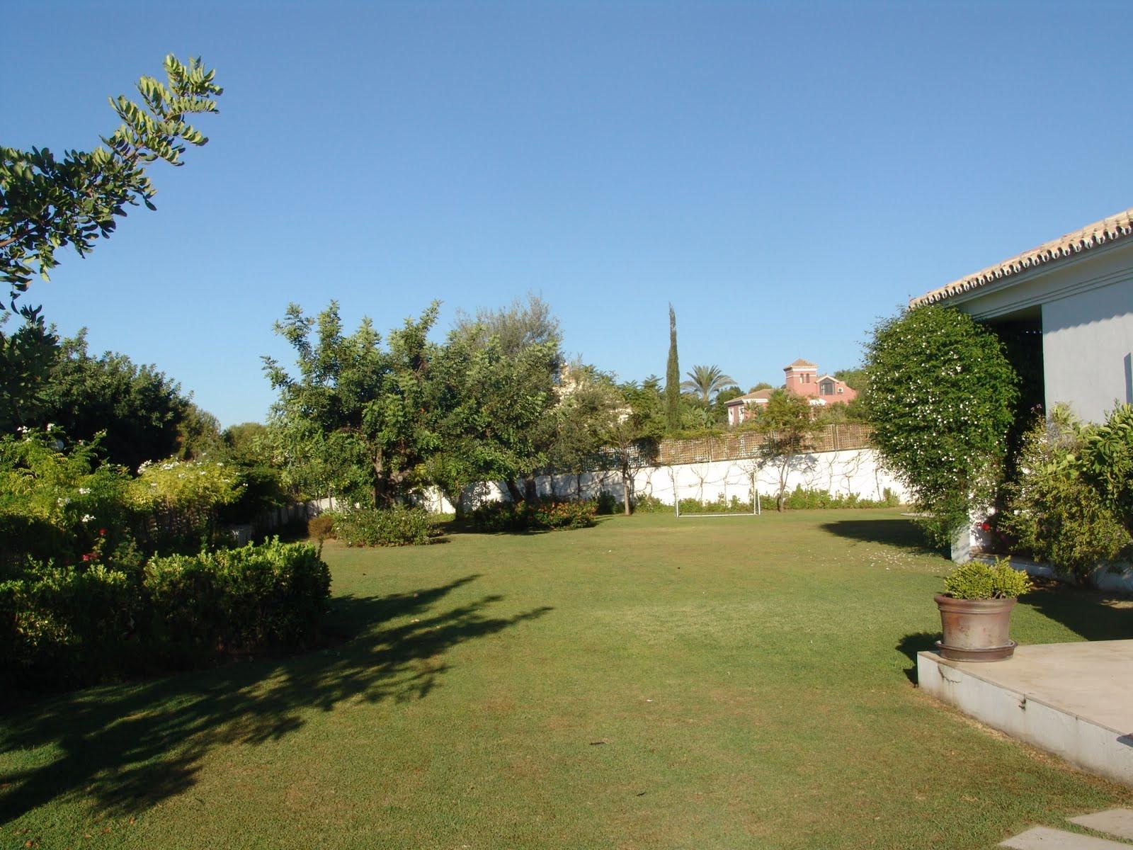 Villa  for rent in  Lomas de Puente Romano, Marbella Golden Mile