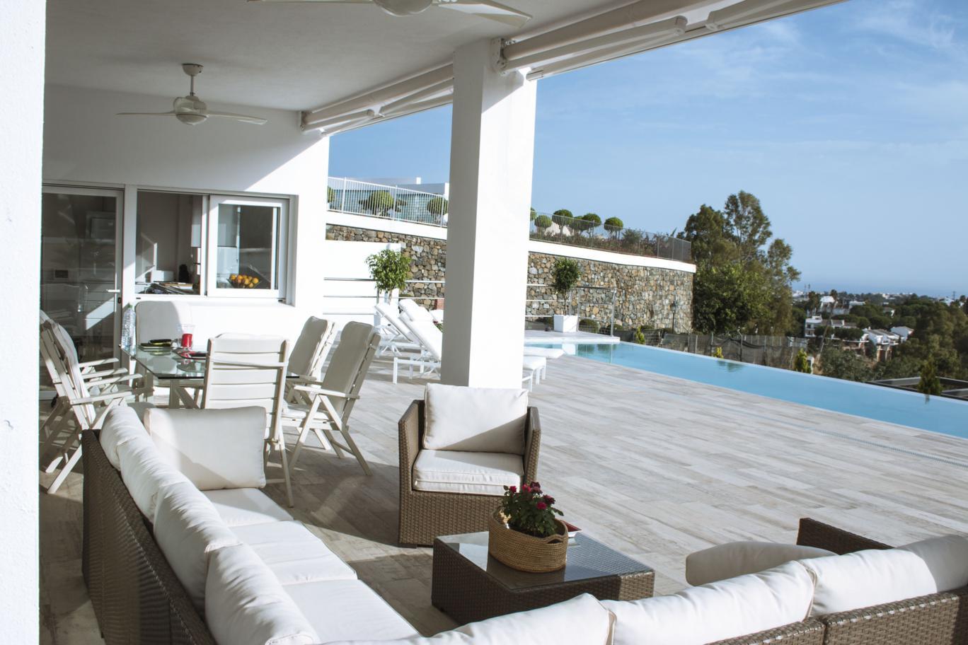 Villa  in  El Herrojo, Benahavis