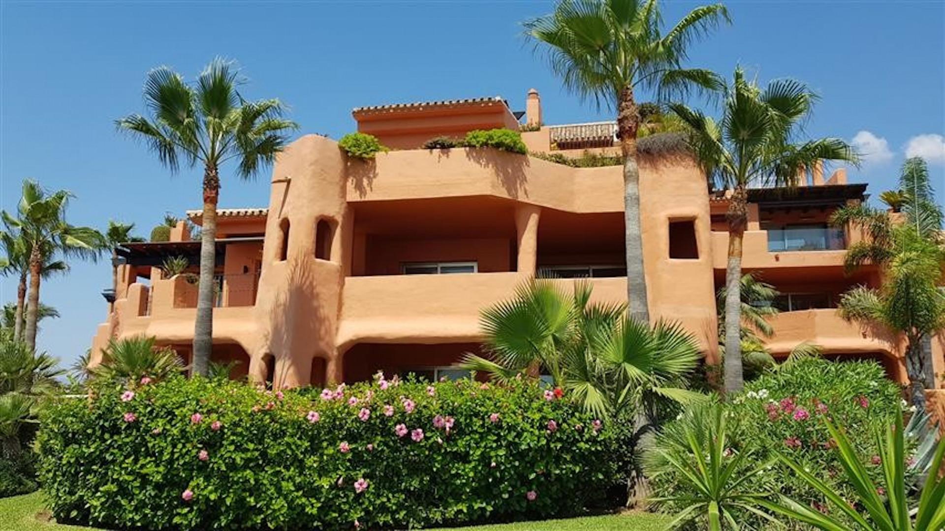 Apartment  for sale in  La Morera, Marbella East