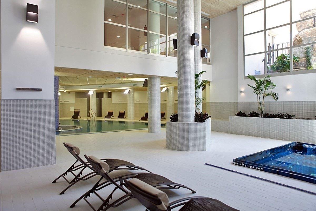 Ground Floor Apartment  for sale in  Bahia de la Plata, Estepona