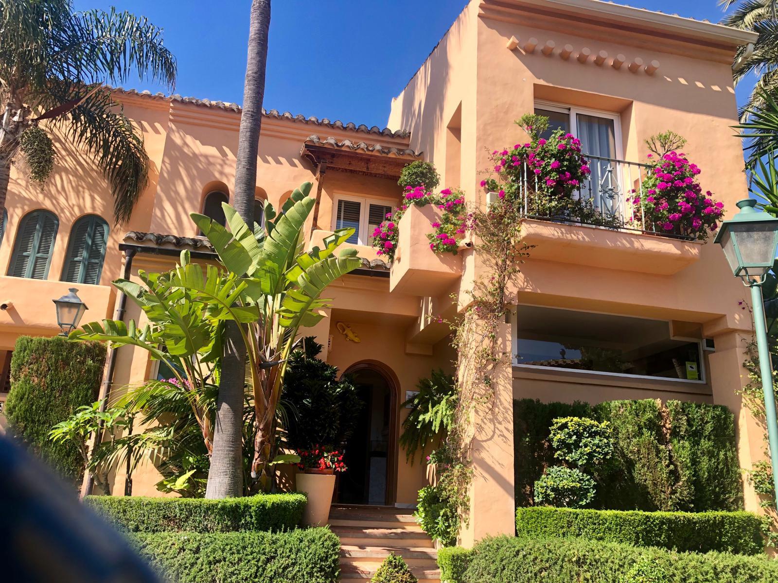 Town House  for sale in  Alcazaba Beach, Estepona