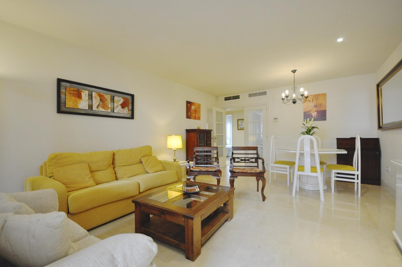 Apartamento en venta en Las Cañas Beach, Marbella Golden Mile