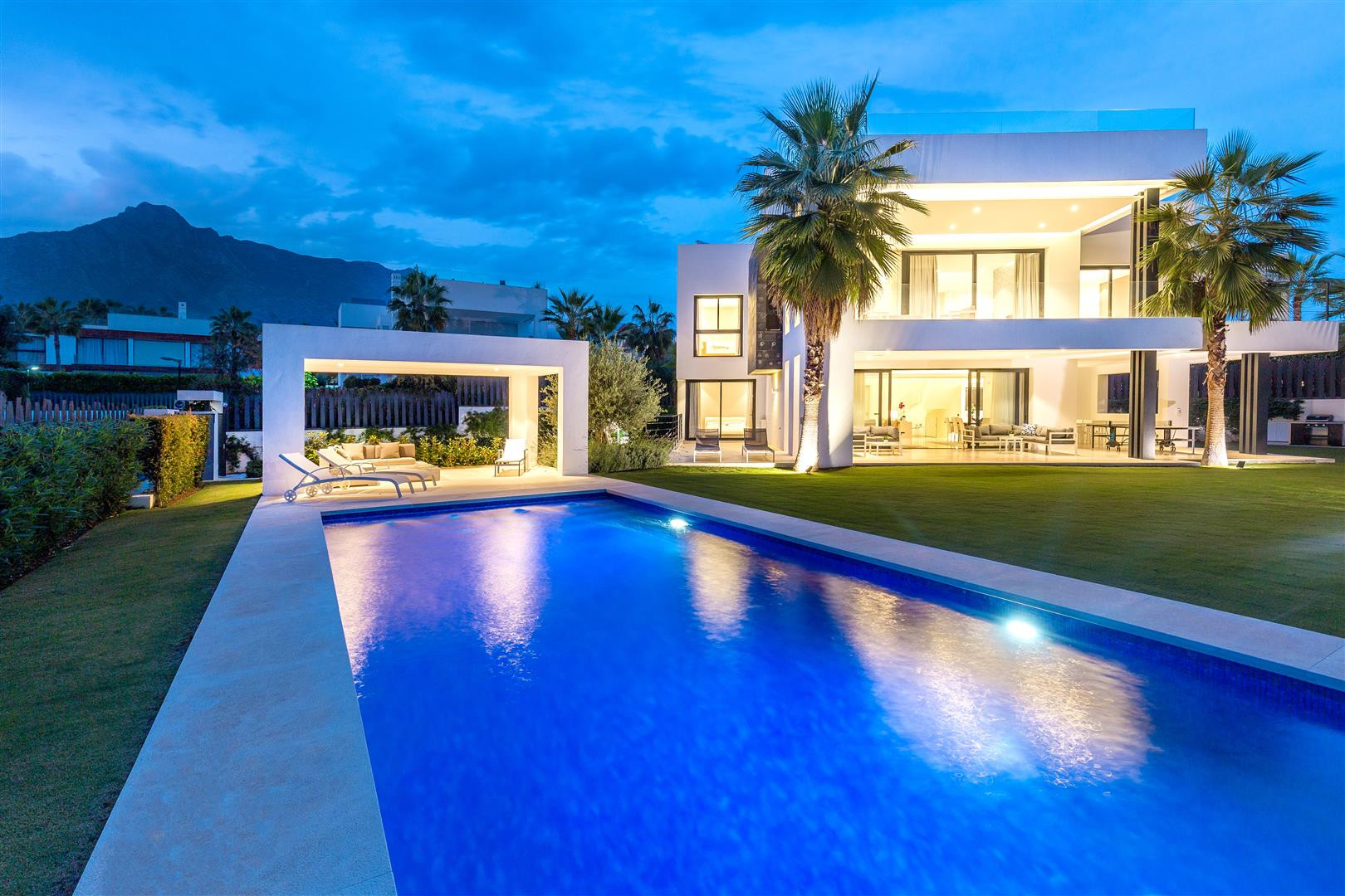 REDUCED PRICE! Incredible south-facing villa in gated community on Marbella's Golden Mile
