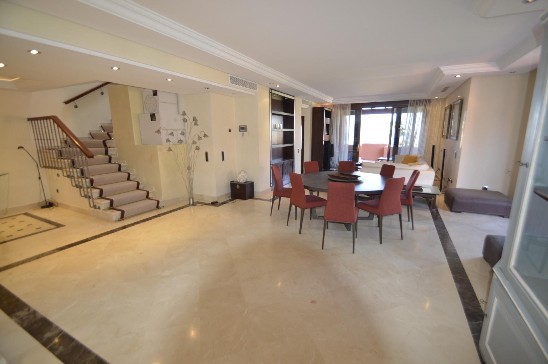 Atico Duplex en venta en Torre Bermeja, Estepona