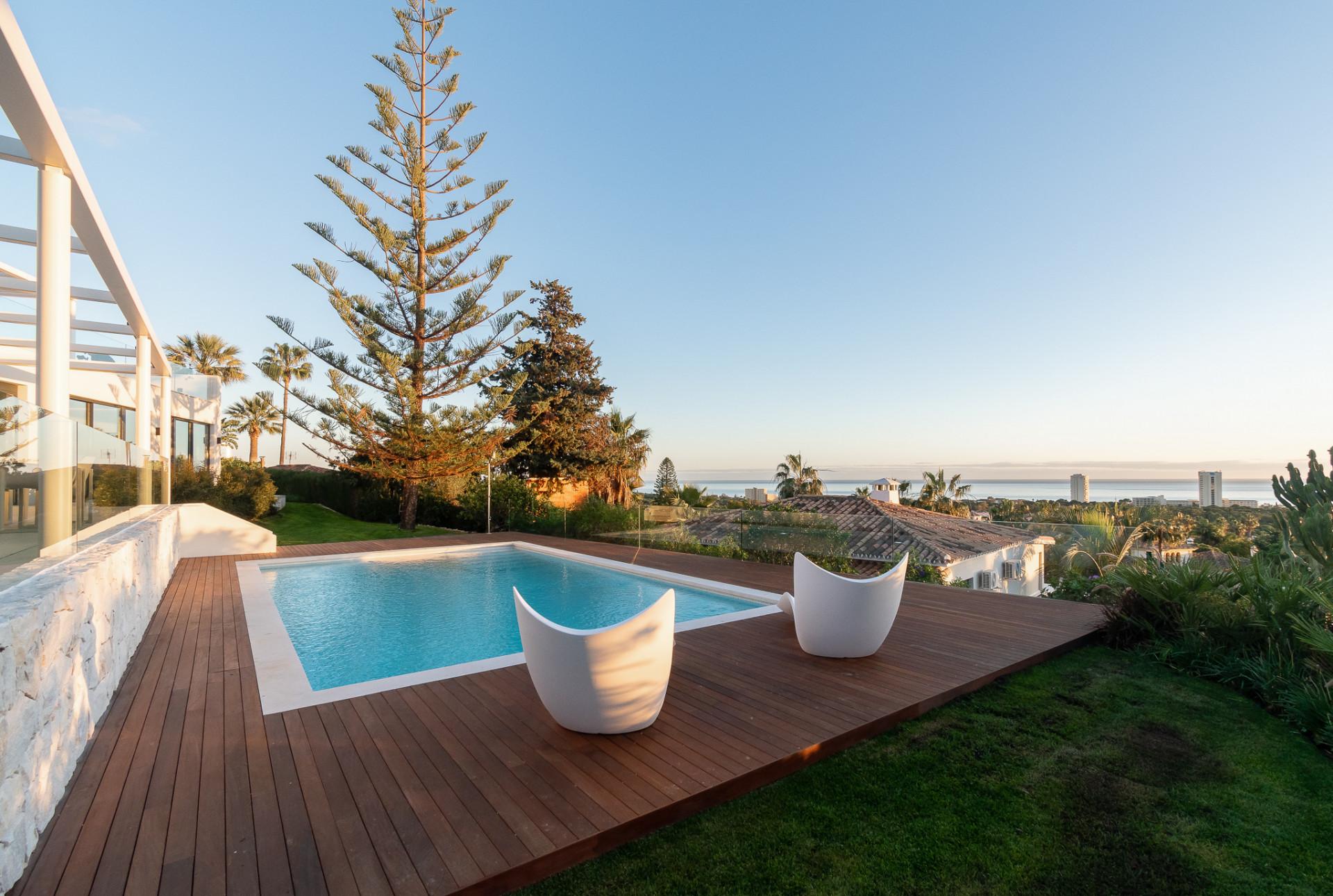 Villa en venta en Elviria, Marbella Este