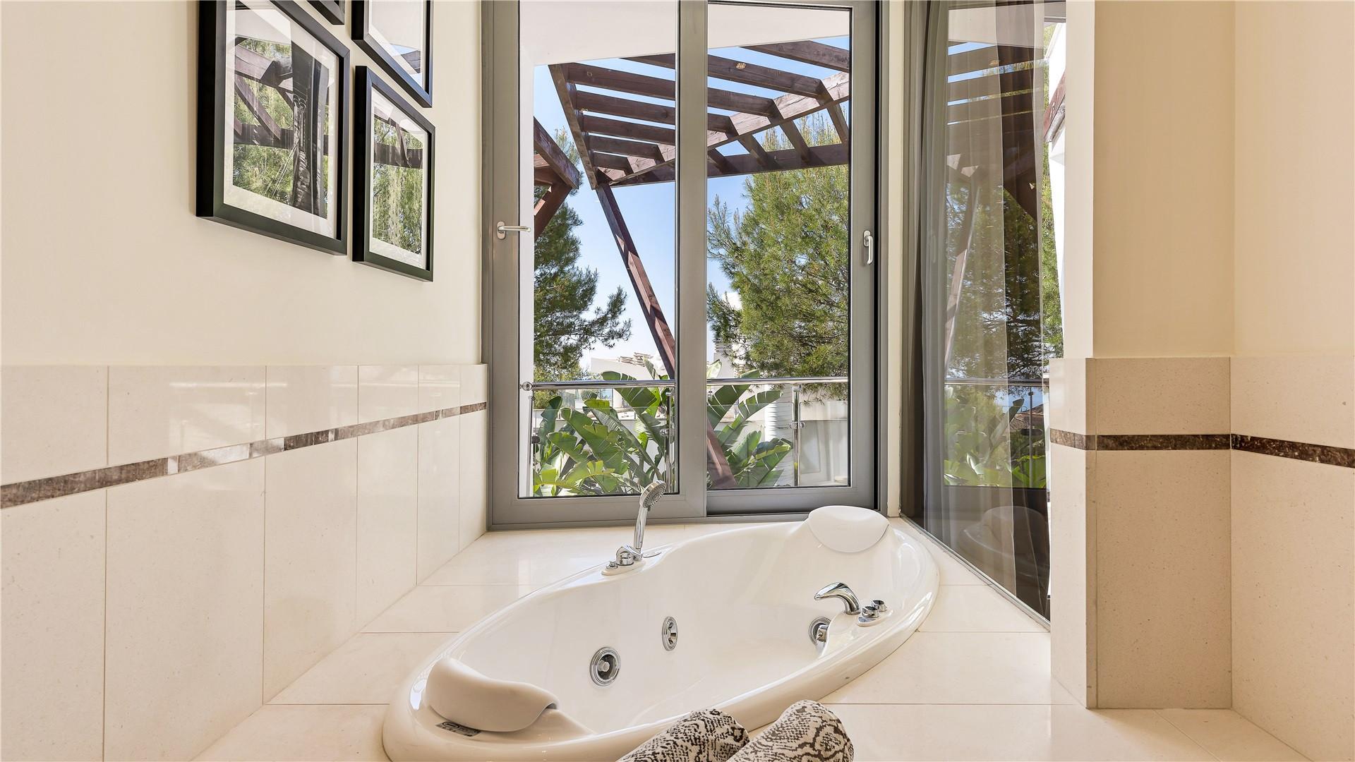 Villa Pareada en alquiler en Sierra Blanca, Marbella Golden Mile