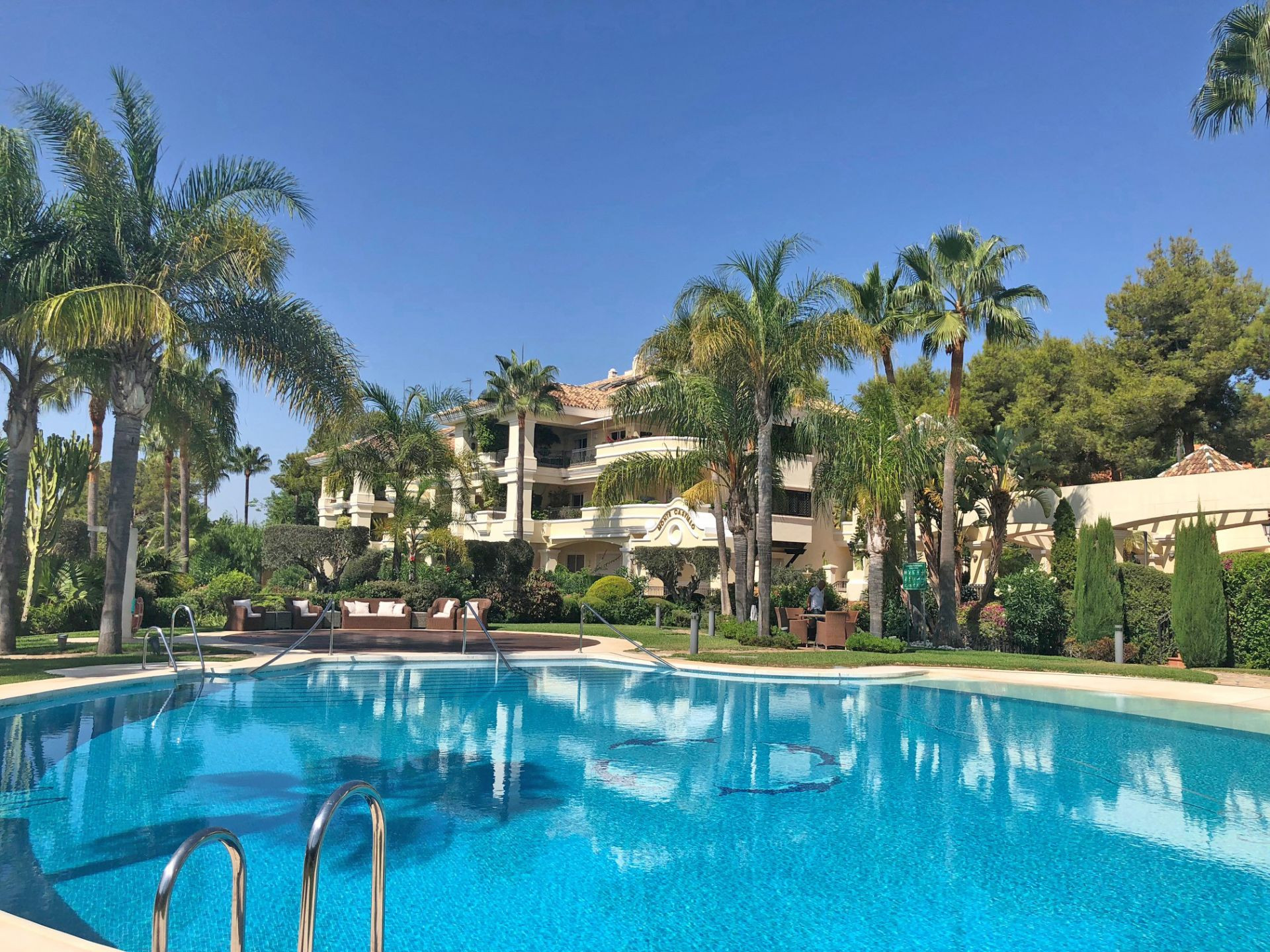 Ground Floor Apartment for sale in  Altos Reales, Marbella Golden Mile