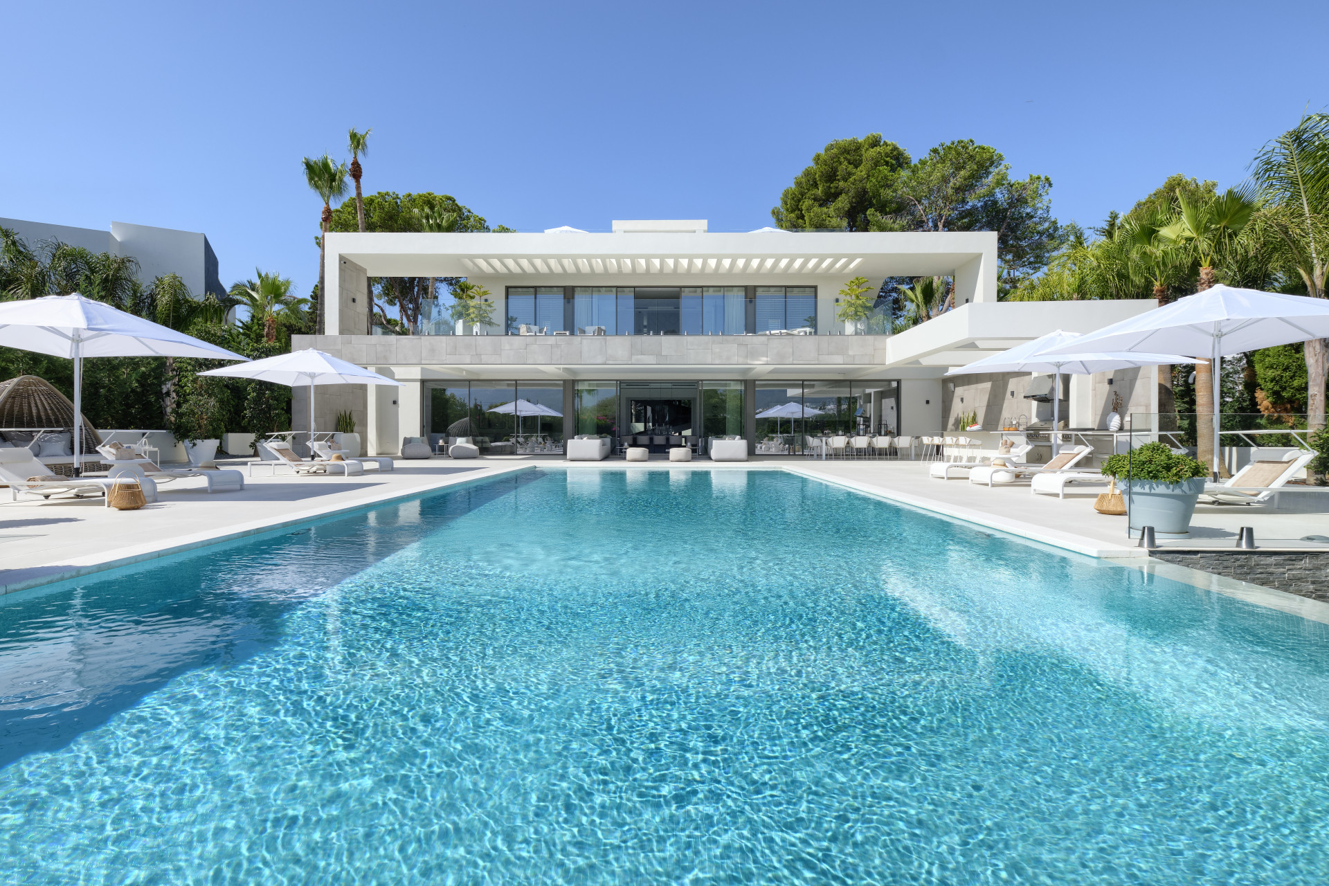 Villa zum Verkauf en Nueva Andalucia