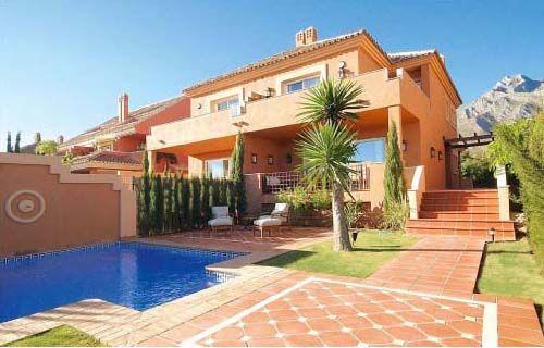 Semi Detached Villa for rent in Altos de Puente Romano, Marbella Golden Mile