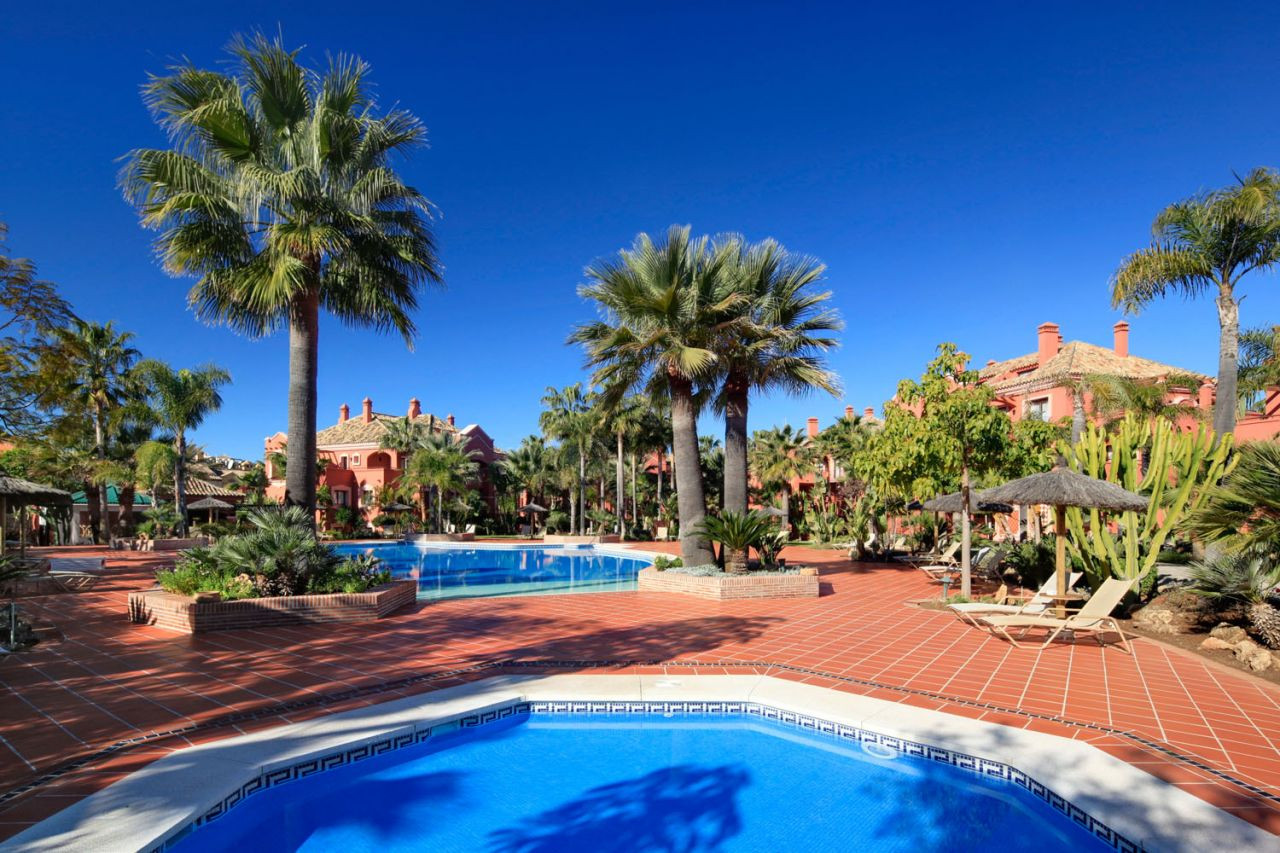 Apartment for sale in Nueva Andalucia, La Alzambra