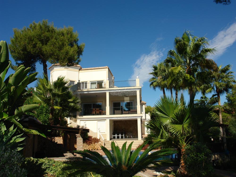 ARFV1573 - Zauberhafte Villa zum Verkauf in Hacienda las Chapas in Marbella mit Meerblick