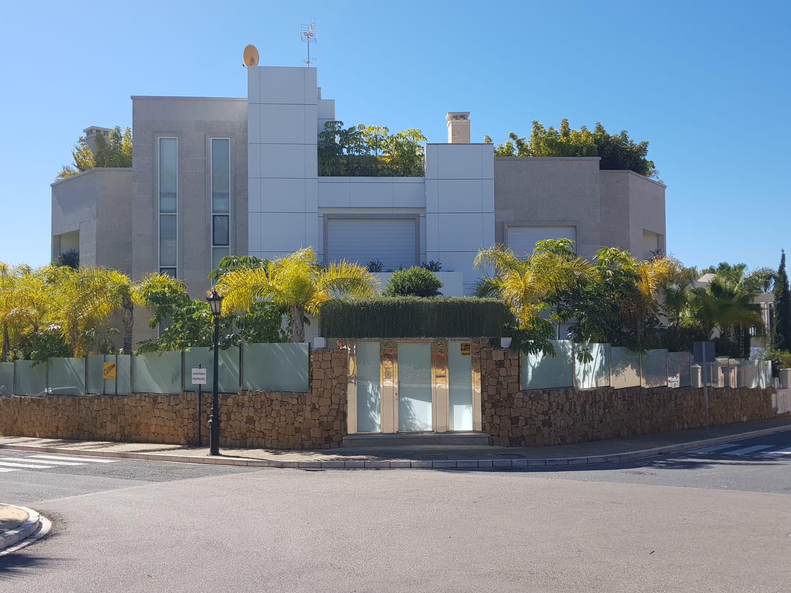 ARFV1696 - Moderne Villa zu verkaufen in Bahia de Marbella in Marbella