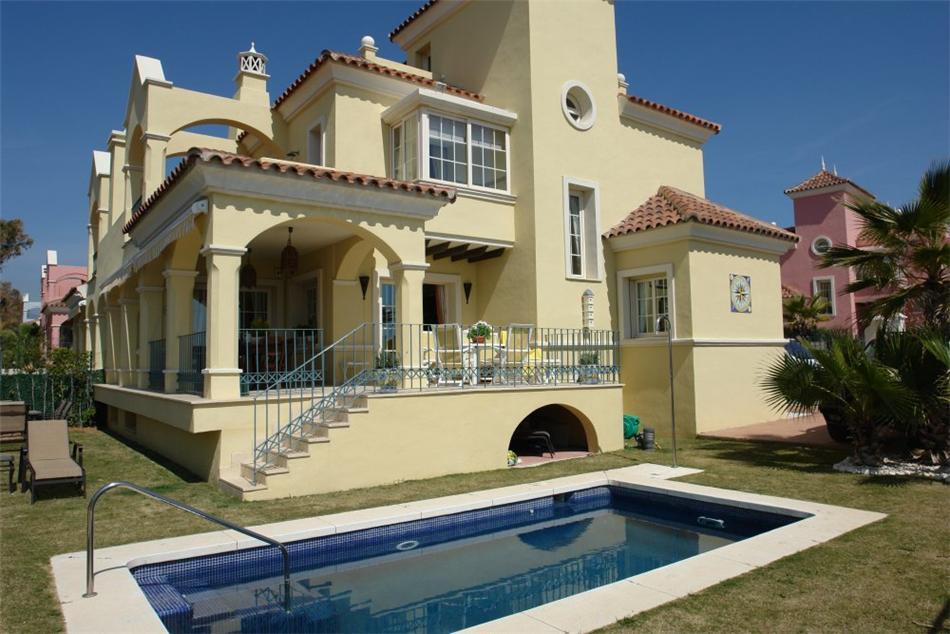 ARFV1196 - Exklusive Villa zum Verkauf in Lorea Playa in Puerto Banus