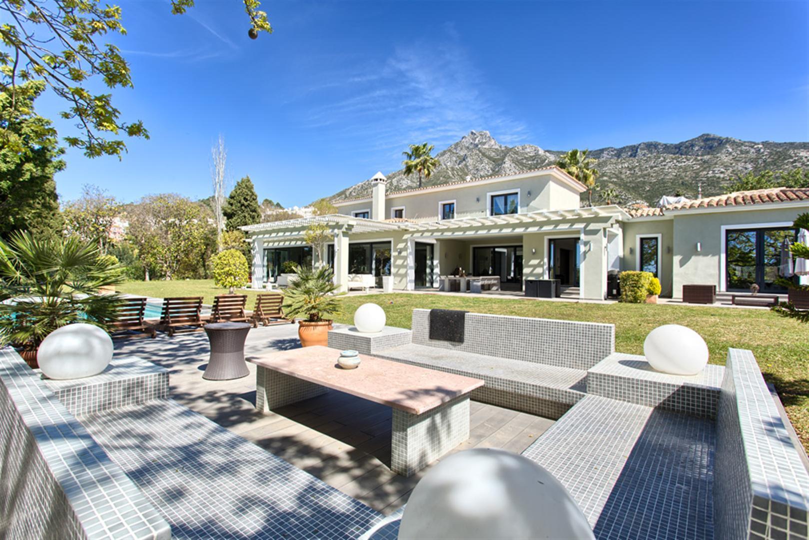 ARFV1902 - Luxusvilla zum Verkauf in bester Lage der Goldenen Meile im Marbella Hill Club