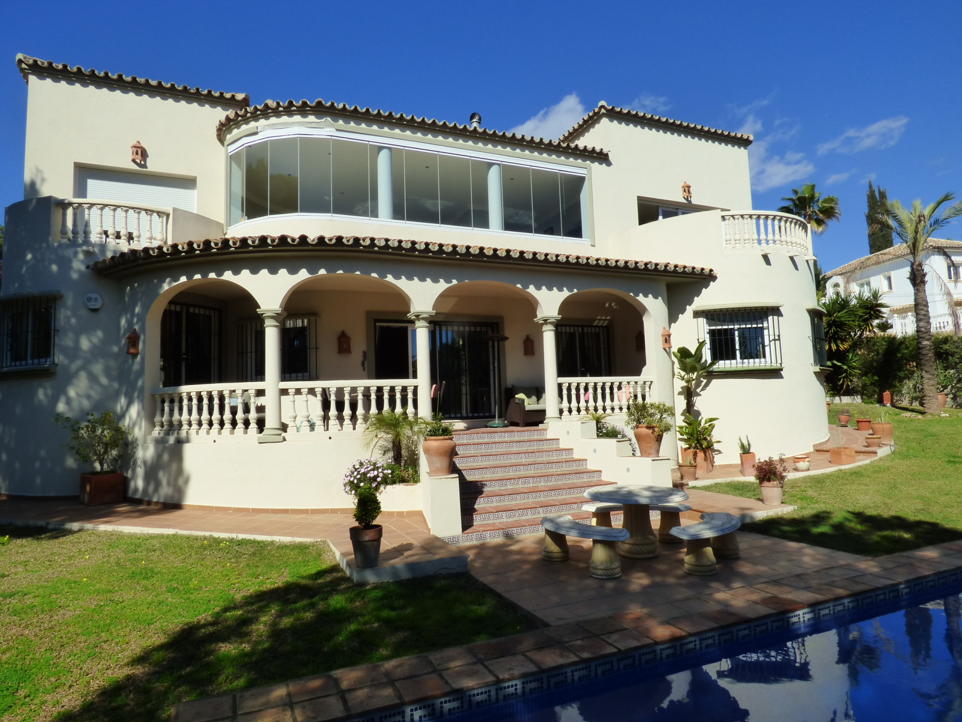 ARFV1963 - Stilvolle Villa zum Verkauf in Strandlage in Marbesa in Marbella-Ost