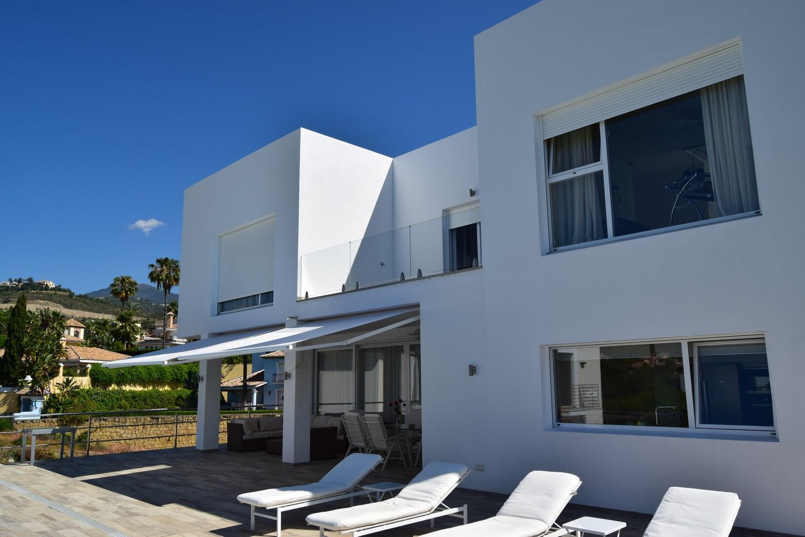 ARFV1840 - Moderne Neubauvilla zum Verkauf in El Herrojo La Quinta in Benahavis