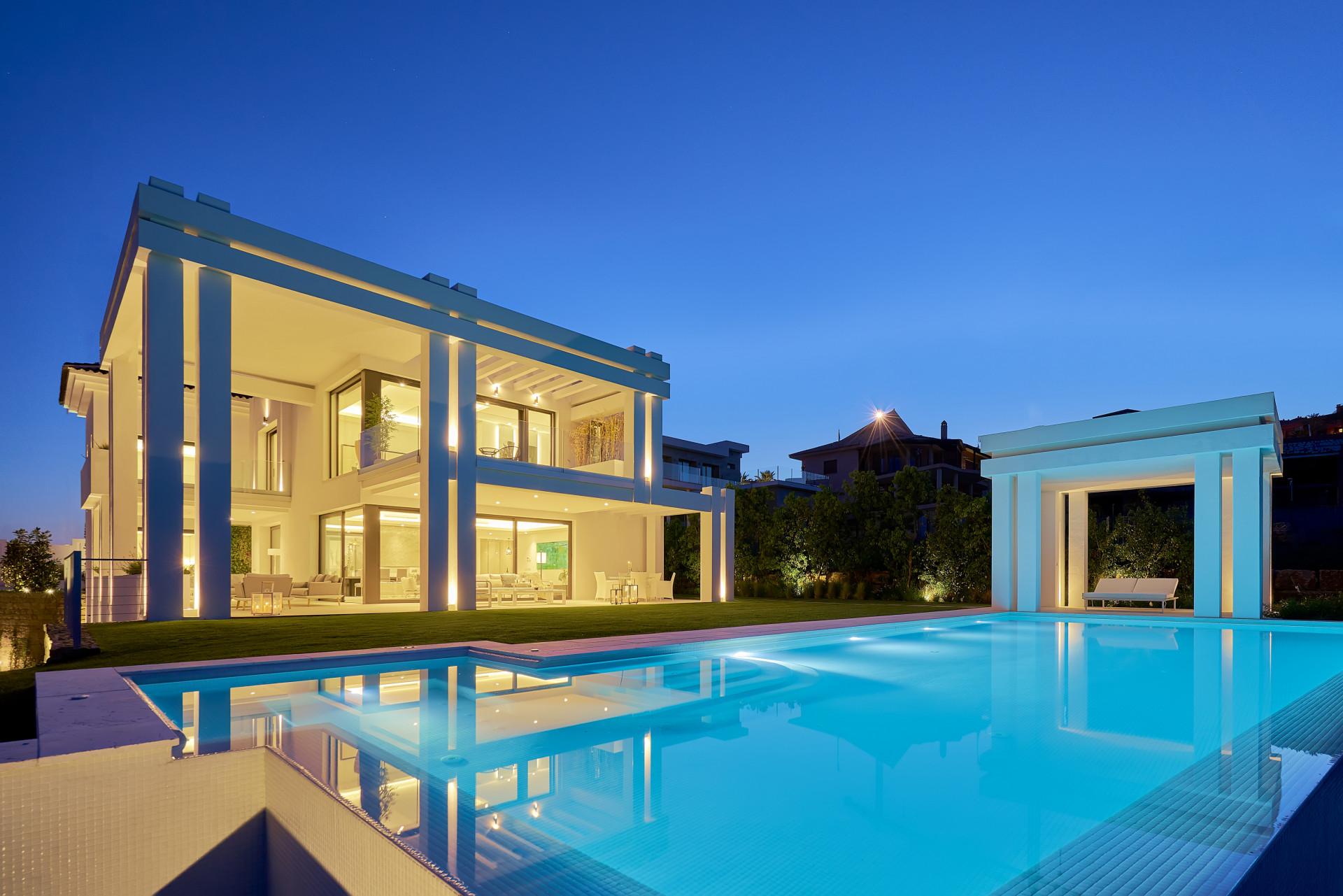Strakke luxevilla met groot zwembad in Benahavis