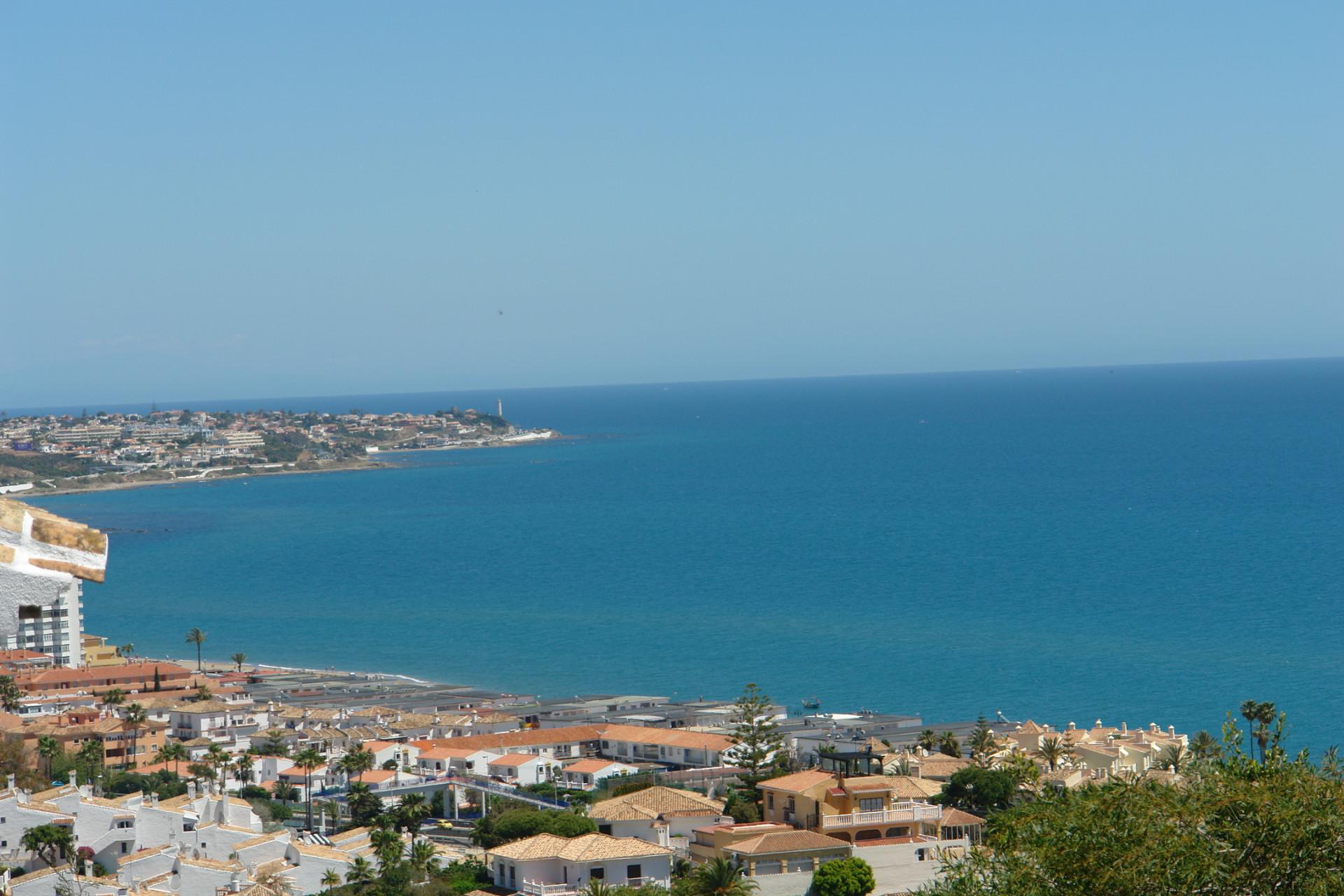 RESERVIERT - Penthouse zum Verkauf mit Meerblick in Miraflores in Mijas-Costa
