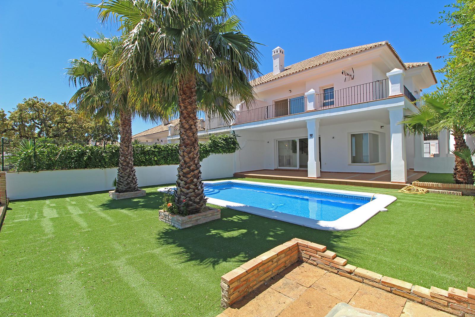 ARFV2095 - Doppelhaushälfte mit Panoramablick zum Verkauf in La Mairena in Ojen, Marbella