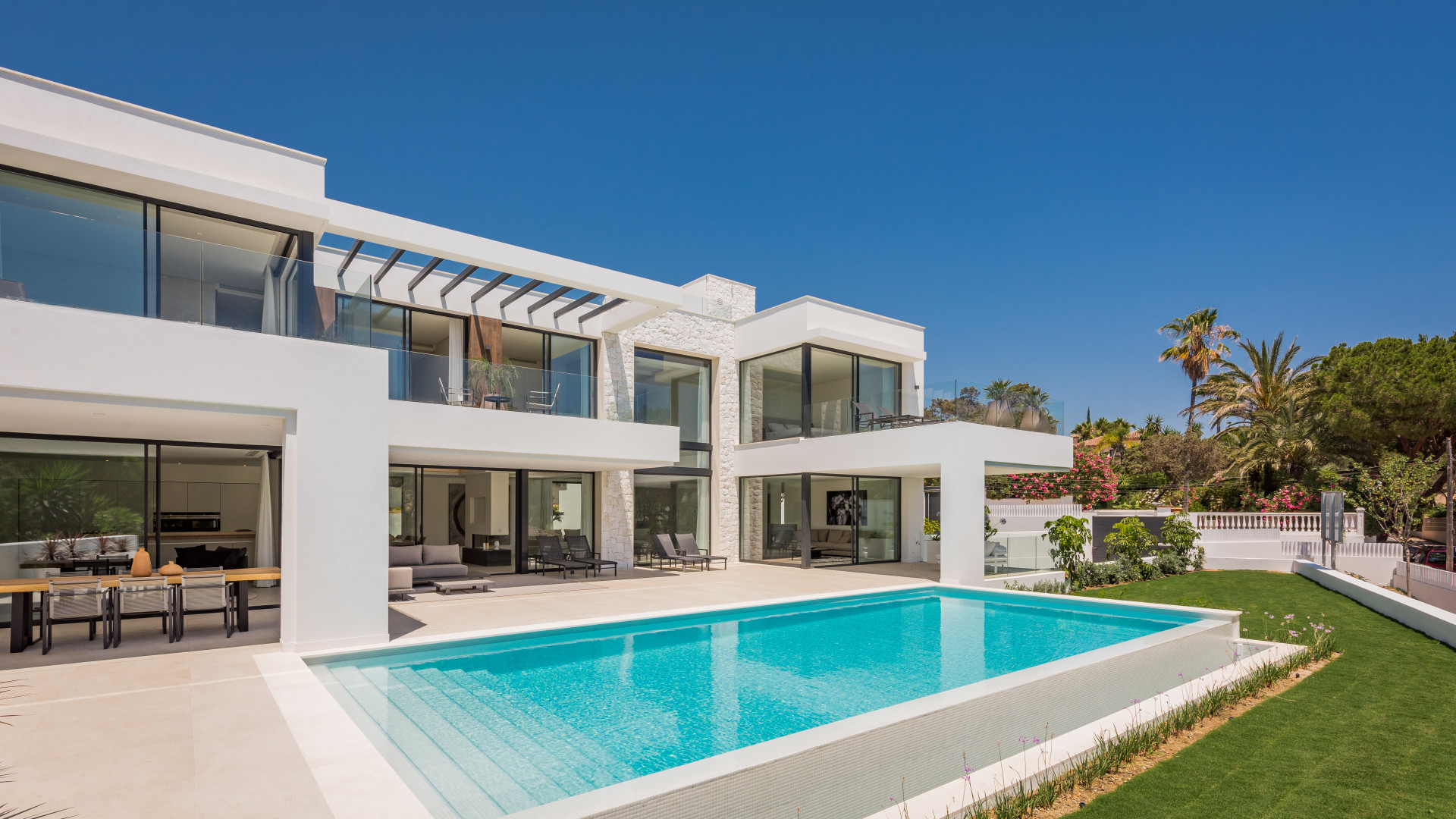 ARFV2105 - Moderne Luxusvilla zum Verkauf in Strandlage in Marbesa in Marbella