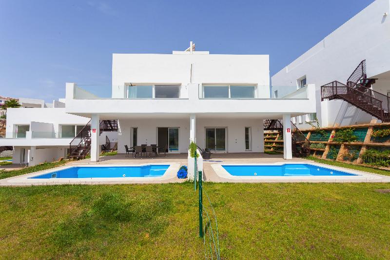 ARFV2119 - Neue, moderne Doppelhaushälften zum Verkauf in Miraflores Golf in Mijas Costa