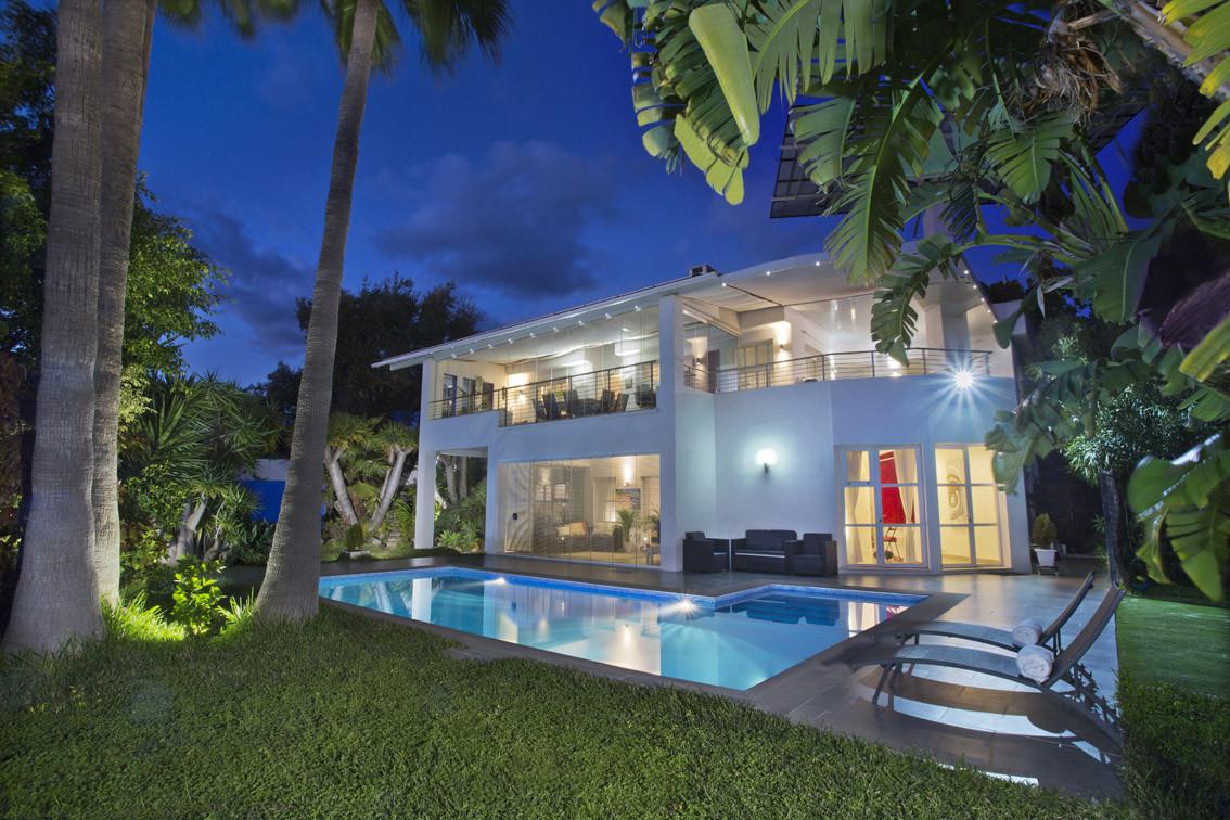 ARFV2183 - Moderne Villa mit Meerblick, auch als Renditeobjekt zum Verkauf in Elviria in Marbella