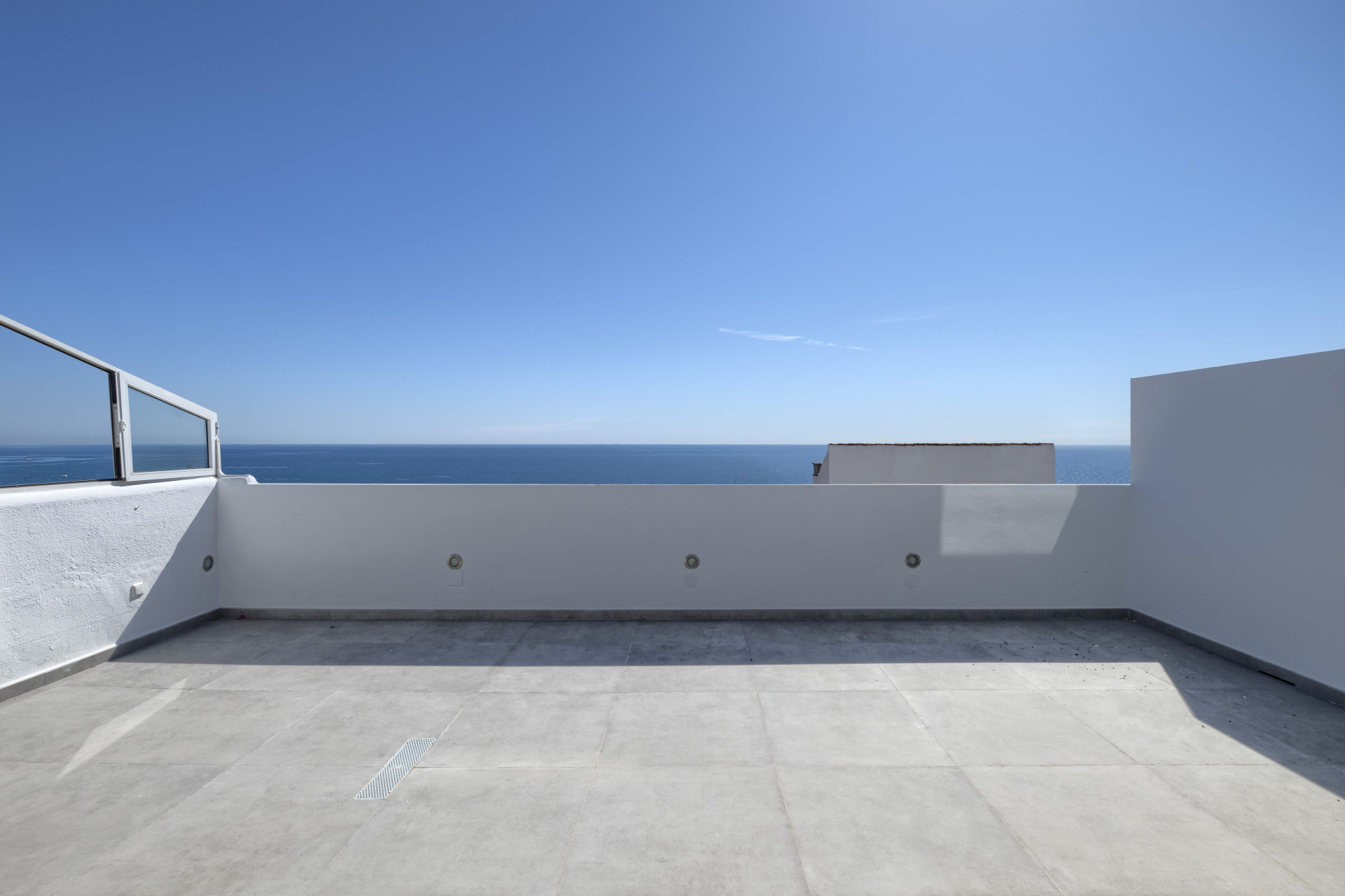 ARFA1432-359 Renoviertes Duplex-Penthouse erste Strandlinie in Guadalobon in Estepona