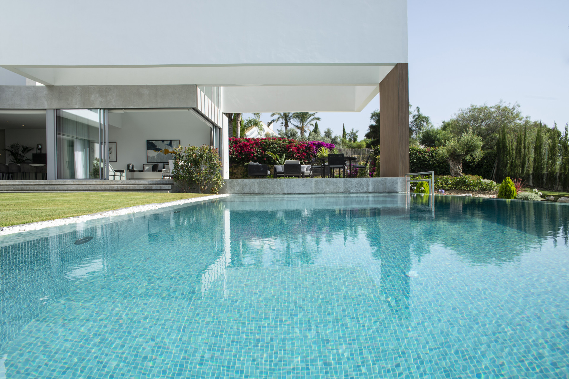 ARFV2166 Villa moderna a la venta en Benahavis, en Los Flamingos Golf