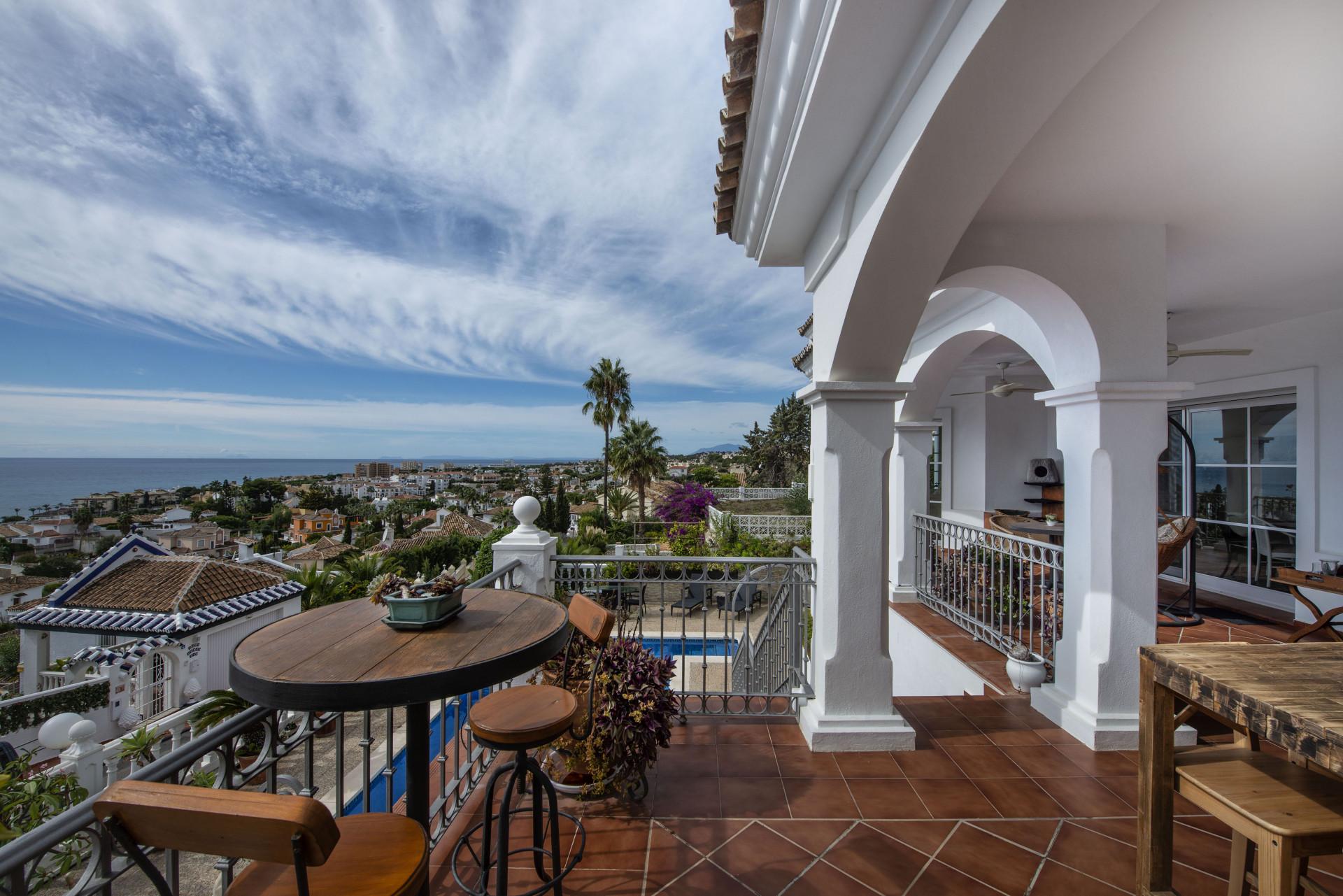 RESERVIERT - Andalusische Villa mit Panoramablick zum Verkauf in Riviera del Sol in Mijas