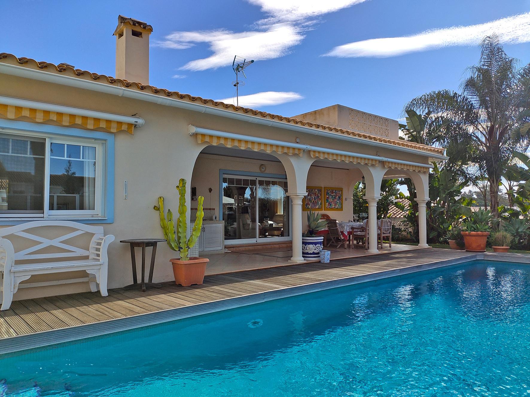 ARFV2143 - Idyllische, andalusische Villa zum Verkauf im Zentrum von Elviria in Marbella