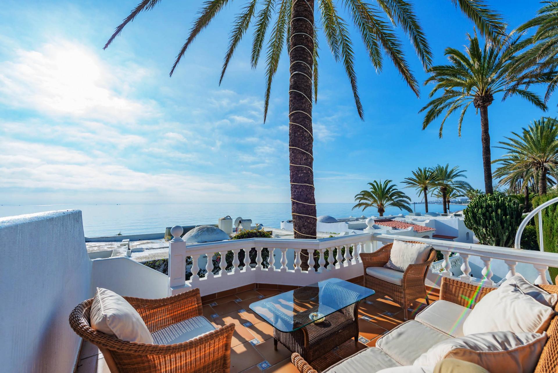 ARFV2142 - Luxuriöses Doppelhaus mit Meerblick direkt am Strand an der Goldenen Meile von Marbella