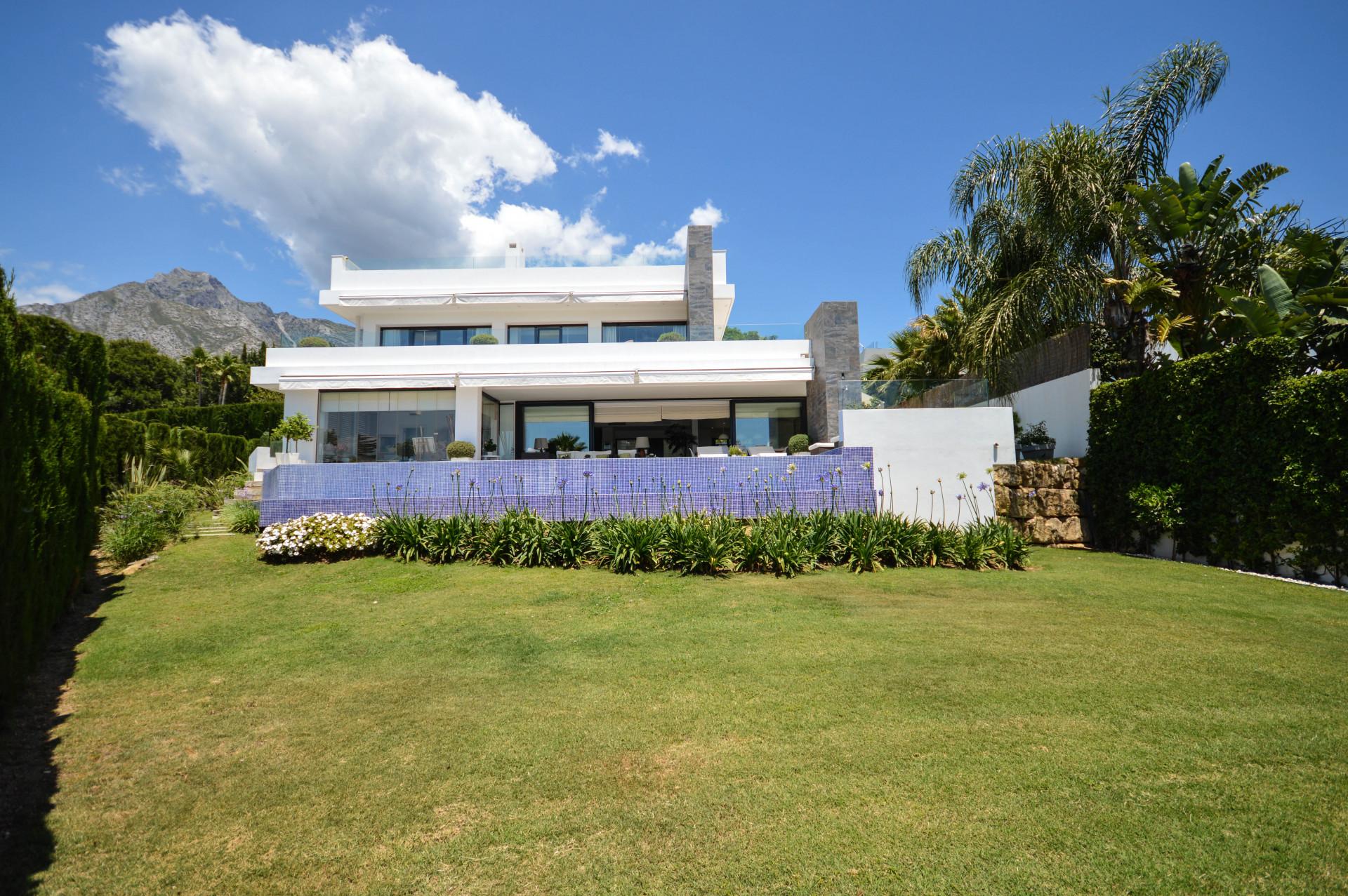 ARFV2151 - Moderne Villa zum Verkauf in Nagüeles an der Goldenen Meile in Marbella