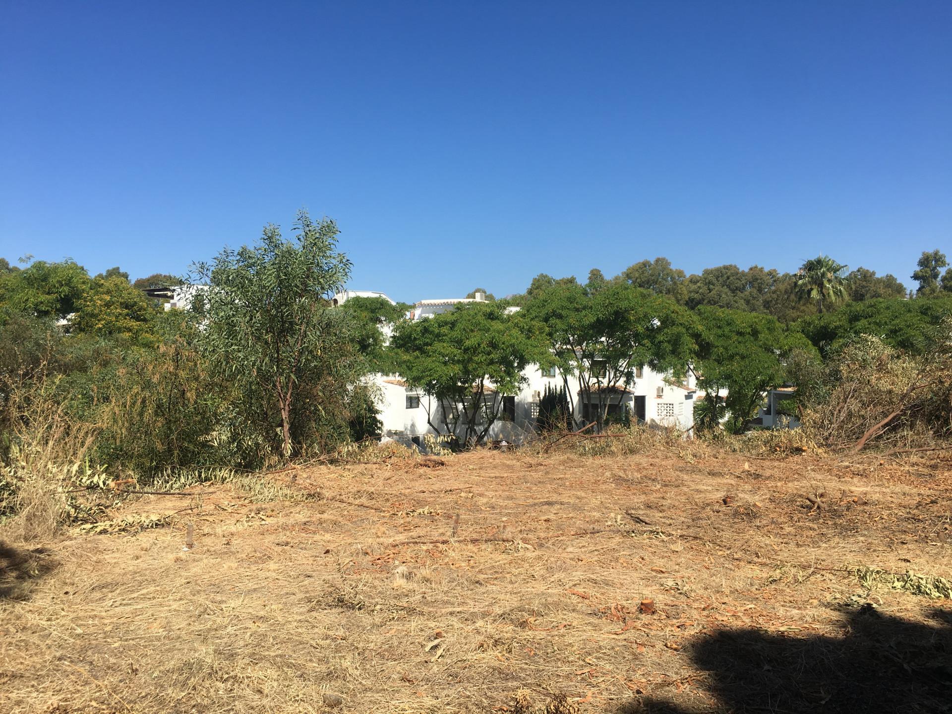 ARFP465 - Grundstück zum Verkauf mit Projekt in Strandlage Elviria in Marbella