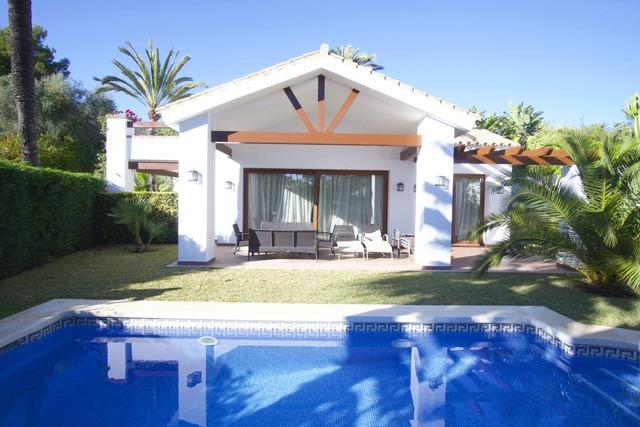 ARFV2132 - Villa in Strandlage zum Verkauf in Marbesa in Marbella
