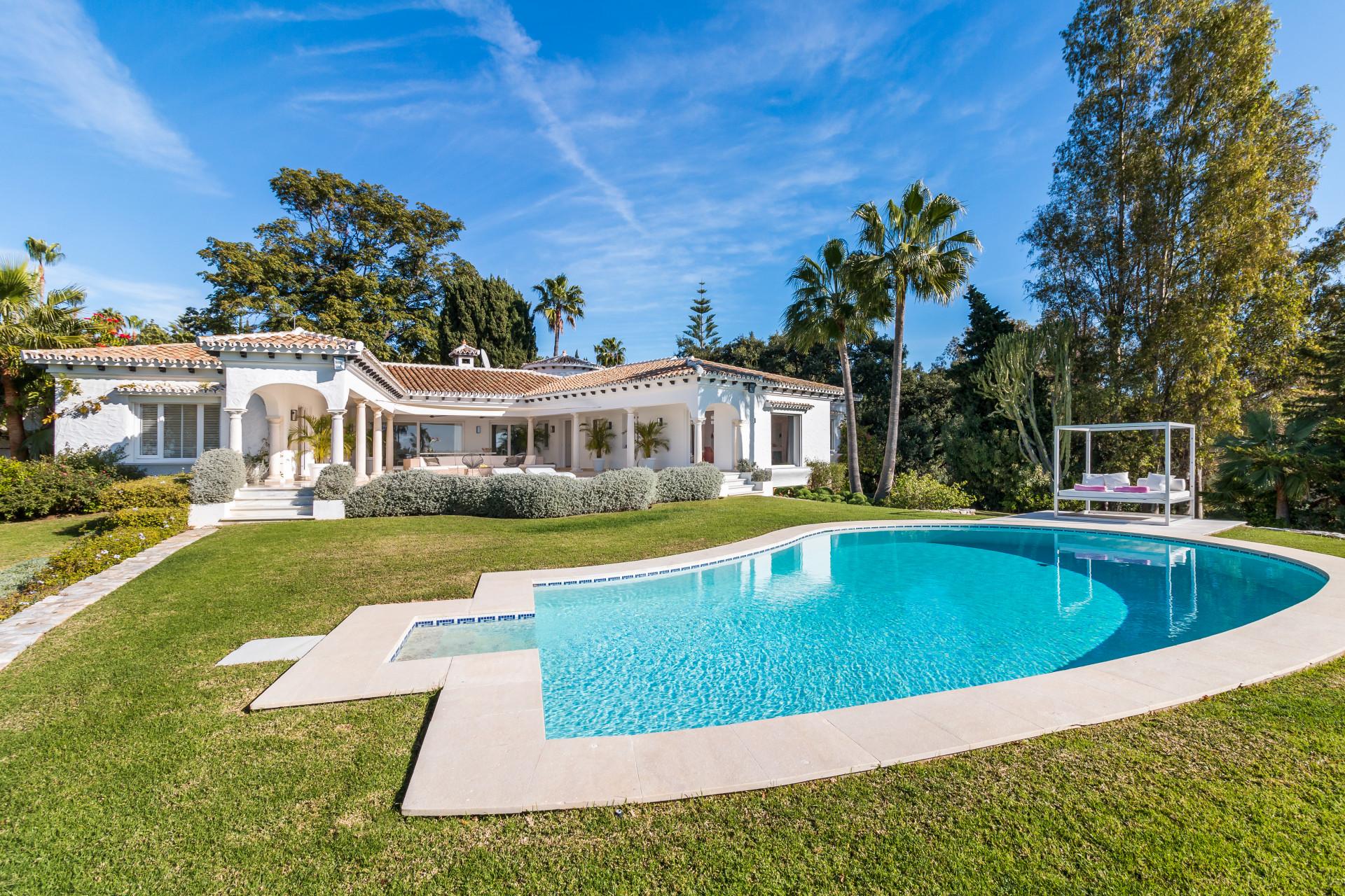 ARFV2133 - Herrschaftliche Villa zum Verkauf in toplage in Hacienda Las Chapas in Marbella