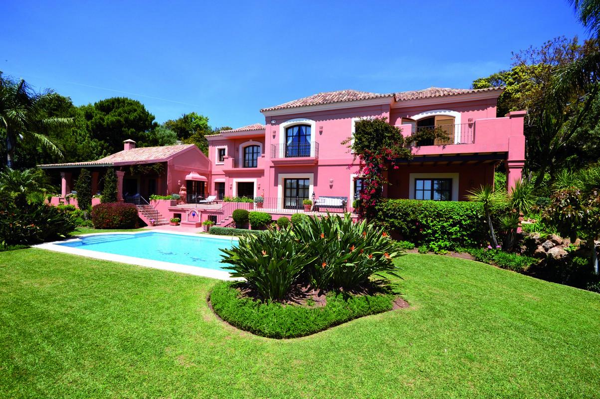 ARFV1979 - Moderne Villa zum Verkauf in La Zagaleta in Benahavis