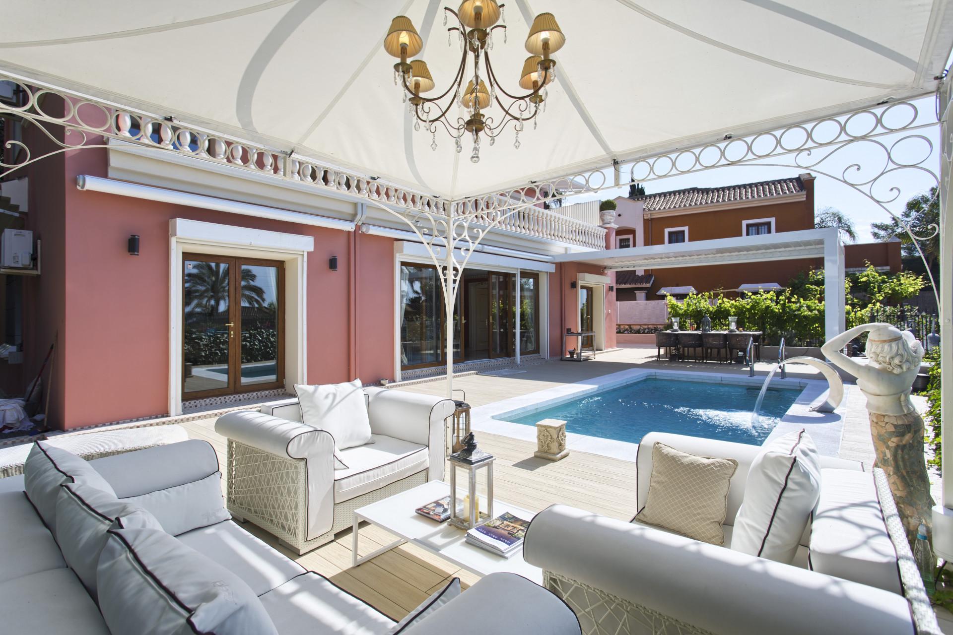ARFV1981-232 - Villa im klassischen Stil zum Verkauf in Nagueles in Marbella