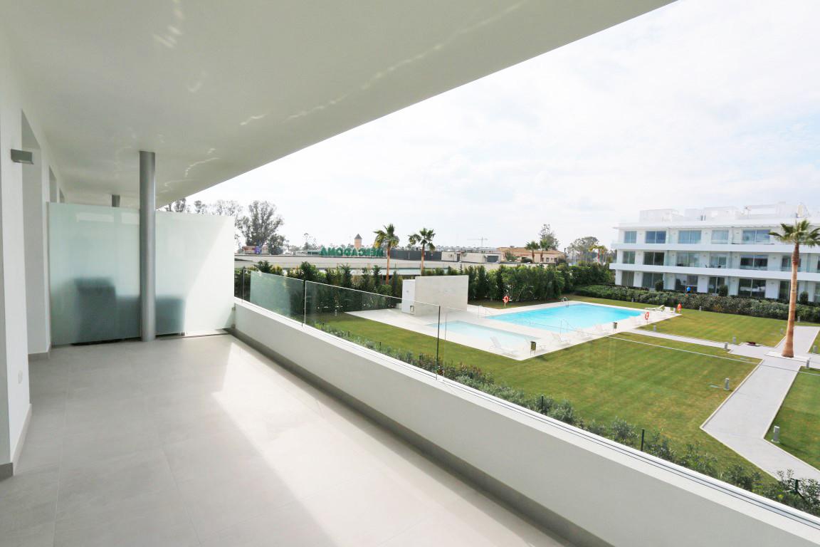 ARFA1277 - Moderne Wohnung zu verkaufen in Strandnähe nahe Costalita in Estepona